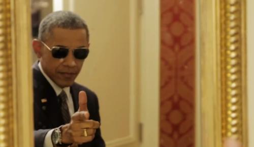Obama makes gun gesture1
